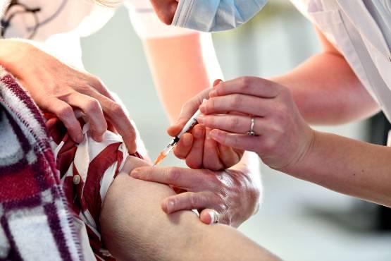 premiere-vaccination-covid-ephad-pompadour_5142614